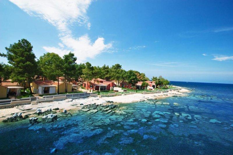 Situato a Umag (Umago in italiano), il Meliá Istrian Villas si trova direttamente sul mare, e offre 2 piscine