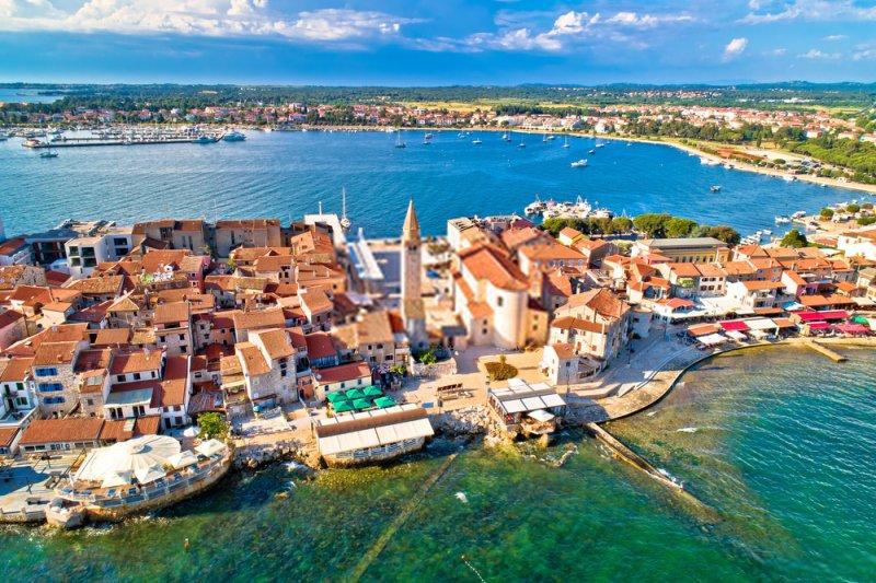 """Umago, Croazia è nota come """"la porta dell'Adriatico"""". Nell'area si trovano importanti centri di vacanze con molti hotel"""