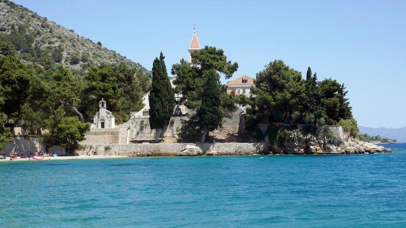 Bol è anche sede di un monastero domenicano del XV secolo