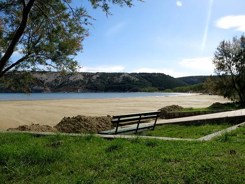 La spiaggia più attraente e conosciuta di Rab è Rajska Plaža (Paradise Beach), che si trova a Lopar