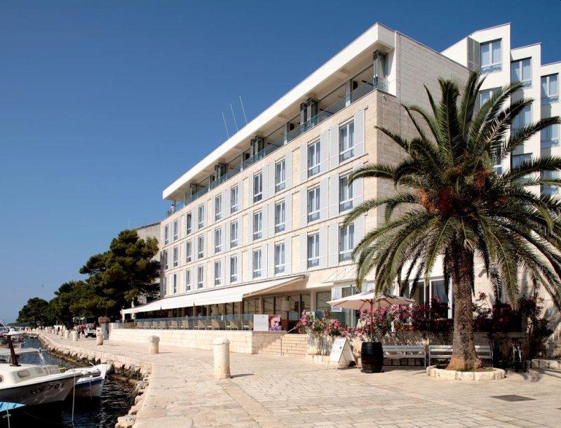 Situato in posizione ideale e affacciato sulla città di Hvar, l'Adriana Hvar Spa Hotel è stato completamente ristrutturato nel 2018