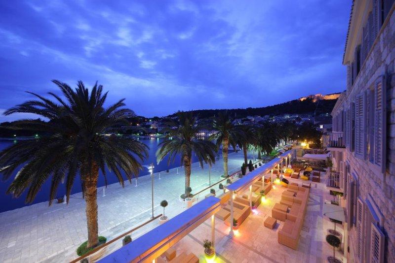 Al Riva Hvar Yacht Harbour Hotel verrete trattati come celebrità sin dal primo momento.