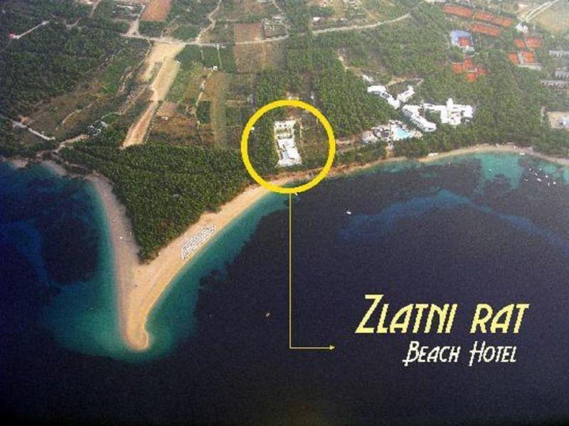 Spaziose e insonorizzate, le camere dello Zlatni Rat Beach Hotel presentano un balcone con vista sul mare o sul giardino,